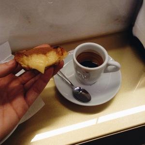 Pastéis de nata and espresso